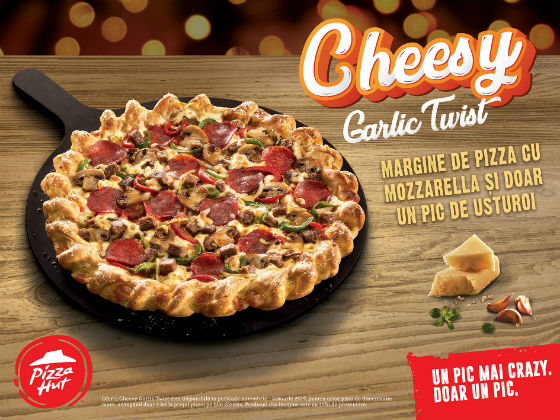 Surprize de sezon in meniul Pizza Hut: blatul Cheesy Garlic Twist, vin fiert si ciocolata calda